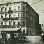Pierwszy budynek szkoły na ul.  Krupniczej zdj. 1958.