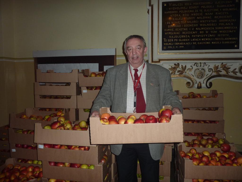 Jabłka dla uczniów II LO