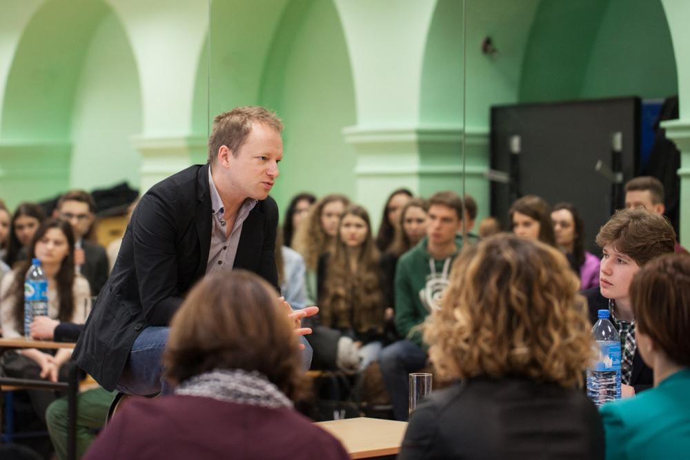 Maciej Stuhr, Absolwent II LO, z wizytą w szkole 2016 (2)