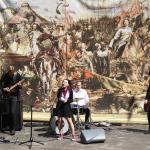 Pożegnanie klas III 29-04-2016, zespół muzyczny klasy 2b Pataflafla z wokalistką Izą, studentką psychologii UJ w Krakowie