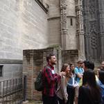 Wymiana Malaga 2016, nasza grupa oprowadzana przez hiszpańskiego nauczyciela przed katedrą w Sevilli