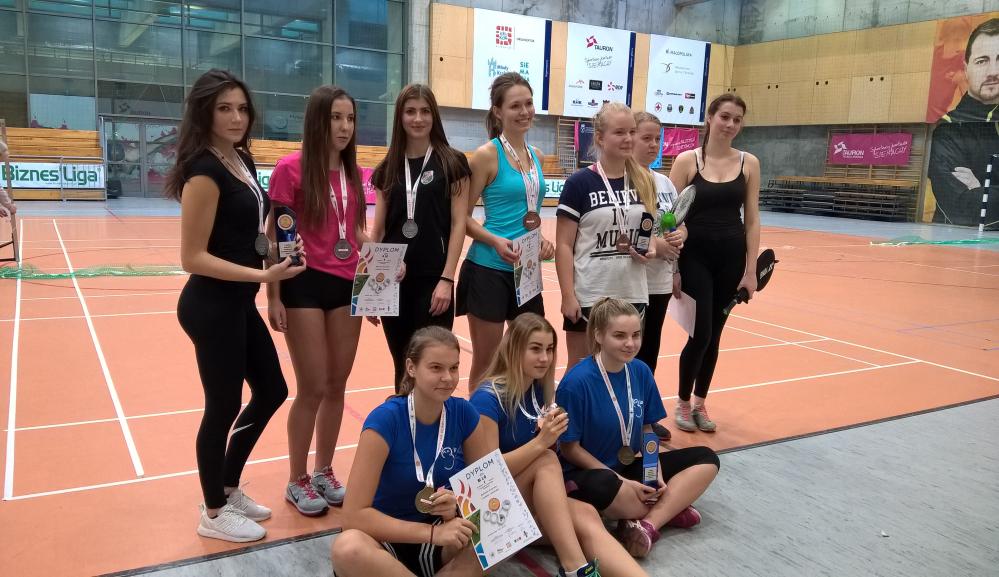Wicemistrzynie Krakowa w badmintonie Licealiada 2016